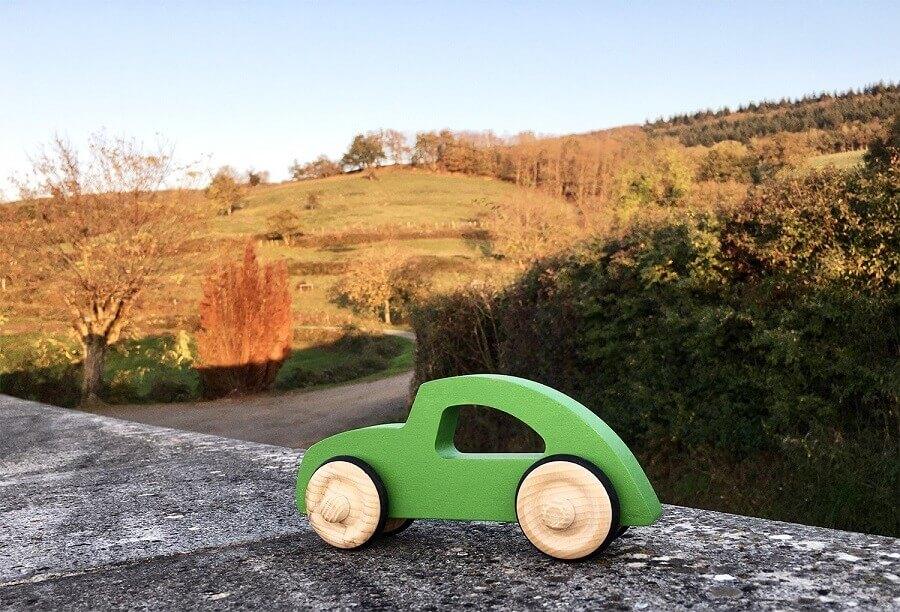 Jouet en bois voiture Diane en pleine nature