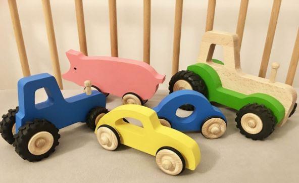 Beaux véhicules en bois pour jouer enfants